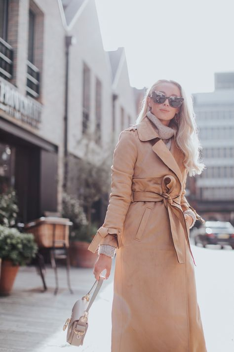 How To Look Chic When It's Cold! Women's winter outfits and style #winterfashion #winteroutfits