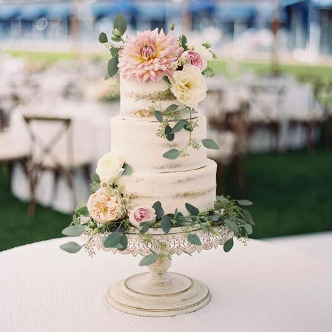 27 Pretty Wedding Cakes That Are Ready for Spring