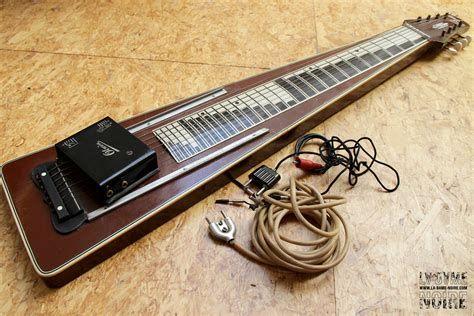 Dotee De Six Cordes Ou Plus La Guitare Hawaienne Etait Initialement Une Facon De Jouer La Guitare Dont L Invention S Instrument De Musique Guitare Instruments
