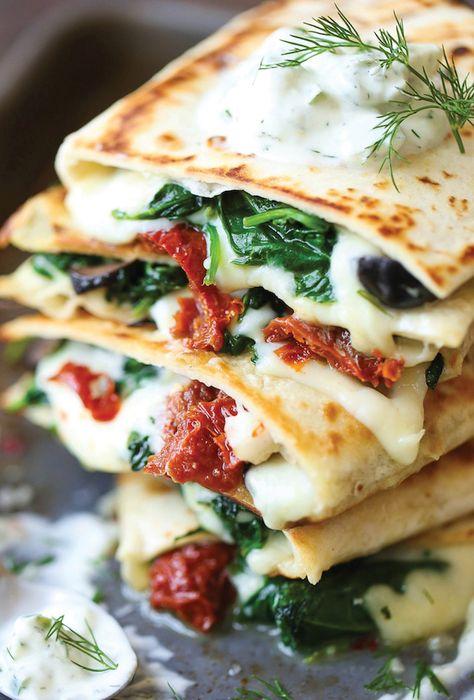 Amazing Vegetarian Quesadillas - Easy and Healthy Recipes Easy Mediterranean Diet Recipes, Mediterranean Dishes, Quesadillas, Gourmet Recipes, Vegan Recipes, Healthy Vegetarian Recipes, Dash Diet Recipes, Vegetarian Entrees, Vegetarian
