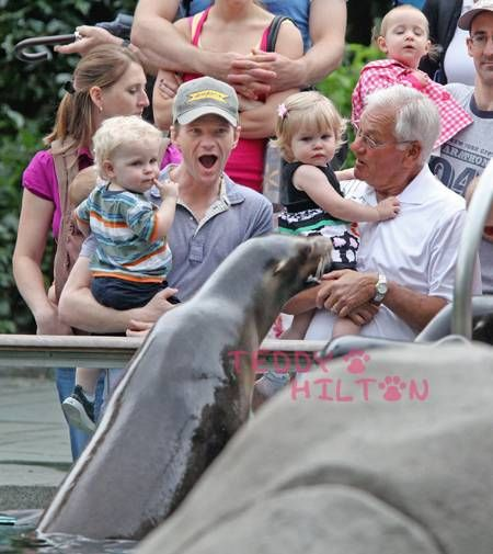 Neil Patrick And The Fam Spend The Day At The Zoo!