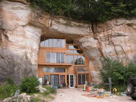 """Caveland"" house"