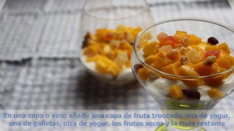 Copa De Yogur Sin Lactosa Con Frutas Galletas Y Frutos Seco Sin