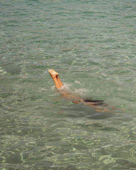 crystal clear water in the summer sun Beach Aesthetic, Summer Aesthetic, Aesthetic Green, Nature Aesthetic, Summer Feeling, Summer Vibes, Italian Summer, European Summer, Summer Dream