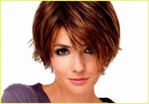 Kurze Bis Mittellange Frisuren In 2020 Easy Hairstyles Long Hair Styles Hair
