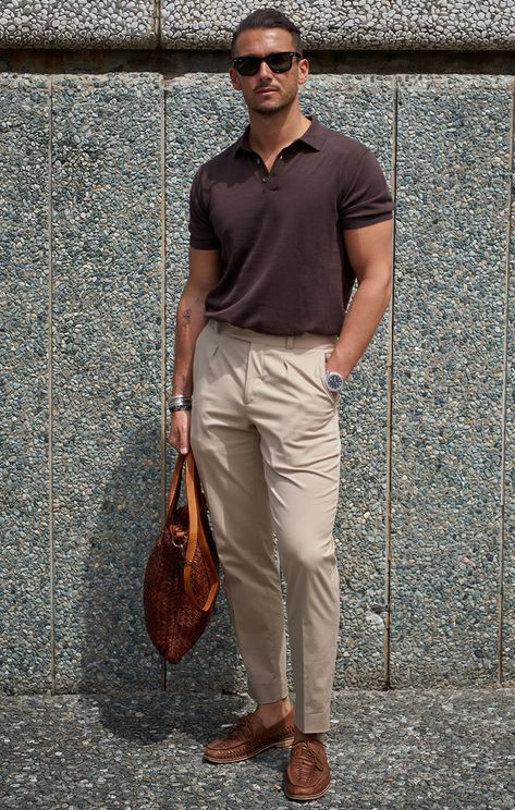 See the latest men's street style photography at FashionBeans. Browse through our street style gallery today - updated weekly. Outfits Casual, Stylish Mens Outfits, Men Casual, Casual Styles, Casual Bags, Smart Casual, Men's Street Style Photography, Mode Bcbg, Polo Shirt Outfits