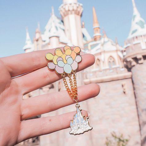 Disney Pins Sets, Disney Trading Pins, Disney Mickey, Disney Art, Cute Disney Outfits, Accesorios Casual, Disney Style, Disney Dream, Disney Aesthetic