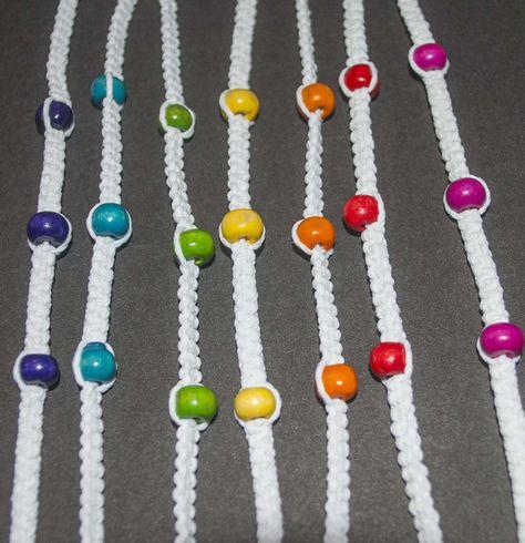 913868b1dc03 Pulseras de hilo encerado con mostacillas de colores