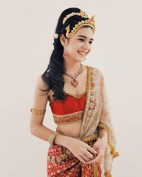 Thai Wedding Dress, Khmer Wedding, Kebaya Wedding, Thai Traditional Dress, Traditional Outfits, Thailand Costume, Foto Fashion, Thai Dress, Thai Style