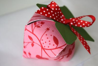 Strawberry box tutorial - covered with fabric; includes link to free template - bjl