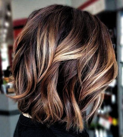 70 Fantastic Stacked Bob Haircut Ideas Wavy Lob With Sandy Highlights ❤ If you are looking for various ways to wear a stacked bob hairstyle, we have some excellent options for you to explore. A cut like this is sassy and trendy. Brown Hair Shades, Light Brown Hair, Brown Hair Colors, Hair Colours, Bob Hairstyles For Fine Hair, Hairstyles Haircuts, Summer Hairstyles, Sassy Haircuts, Stacked Bob Haircuts