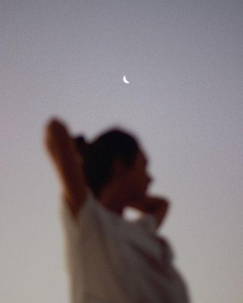 Elle aime le clair de lune, les averses de pluie et tant de ... - #esthétique #amours #moonl ... #ideesdemaquillage #maquillage