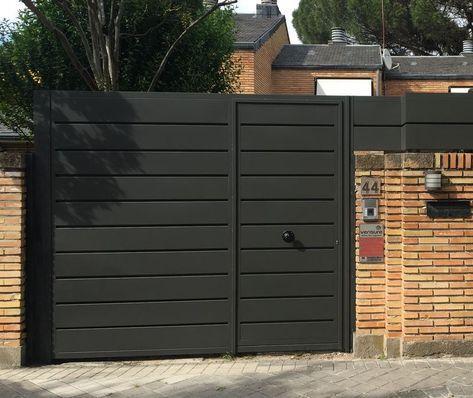 Puerta De Carruaje Con Hoja Peatonal Incorporada Puertas De Garaje Diseño De Portón Principal Puertas De Garage Modernas