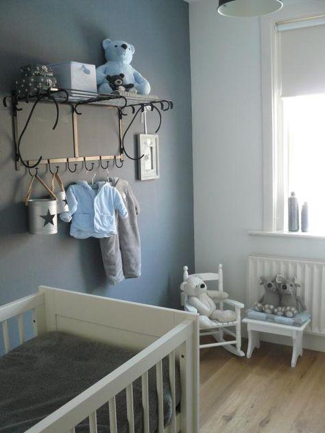 """Jolie chambre de bébé - un bleu doux sans être """"layette"""", le petit porte-manteau, les oursons"""