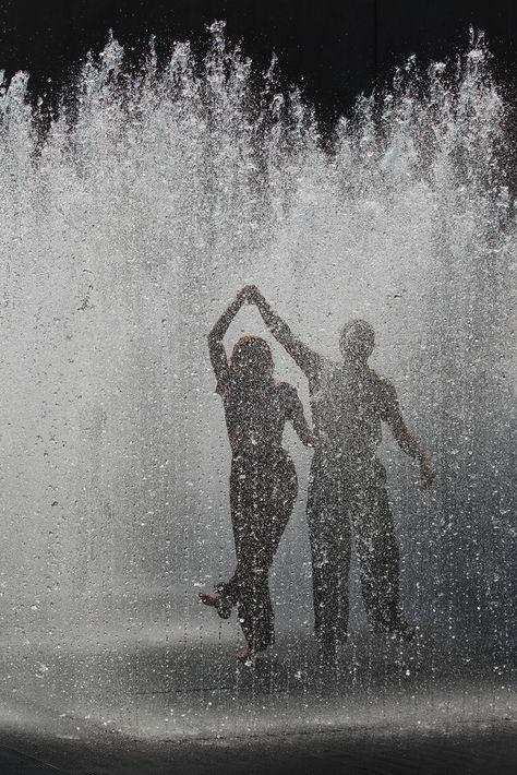 New Black Art Photography Rain Drops Ideas Gray Aesthetic, Black And White Aesthetic, Couple Aesthetic, Aesthetic Pictures, Black And White Picture Wall, Black And White Pictures, Rain Photography, Beauty Photography, Color Photography