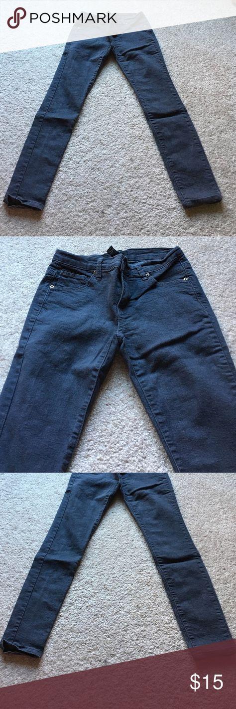 Dark grey skinny jeans Never worn. ❌ no trades Forever 21 Pants Skinny