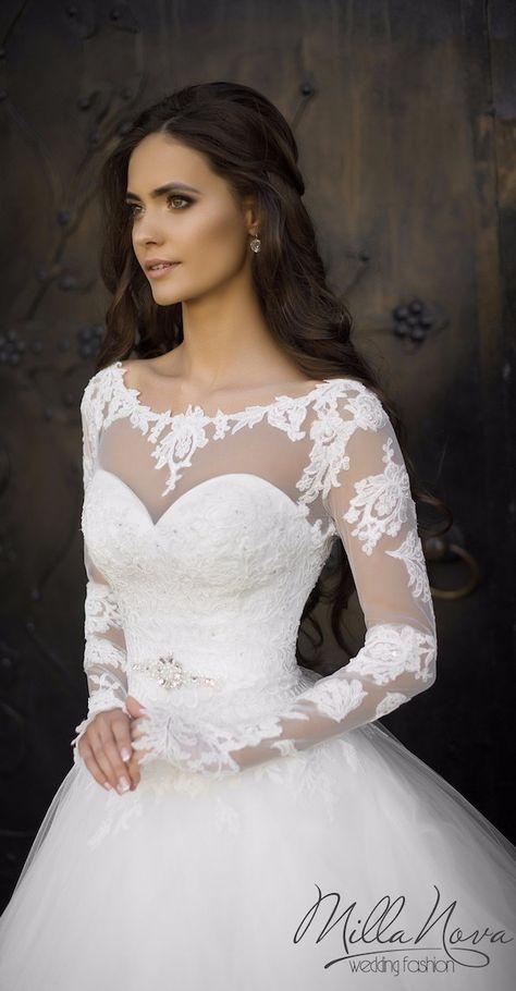 Robe de mariée Milla Nova : princesse avec de la dentelle manches longues, décolleté illusion