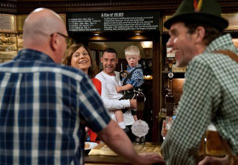Paddy Kirk (Dominic Brunt), Chas Dingle (Lucy Pargeter), Aaron Dingle