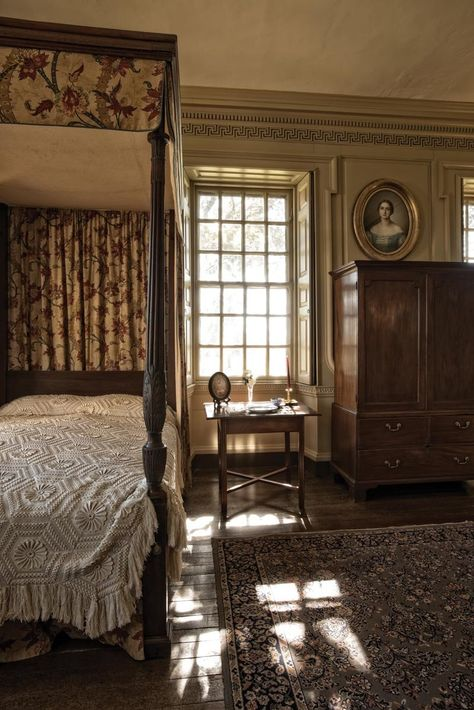 The Tie That Binds Belmont Colonial Bedroom Cottage Style Homes Colonial Bedroom, Plantation Homes, Discount Bedroom Furniture, Primitive Bedroom, Cottage Style Homes, Cottage Interiors, Bedroom Vintage, Interior Exterior, Modern Architecture