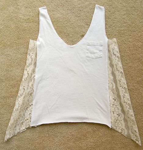 DIY old T-Shirt + lace