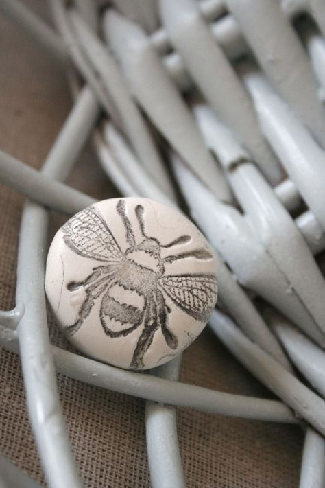 bee knob... love bees! this would be so cute on an old white faded dresser
