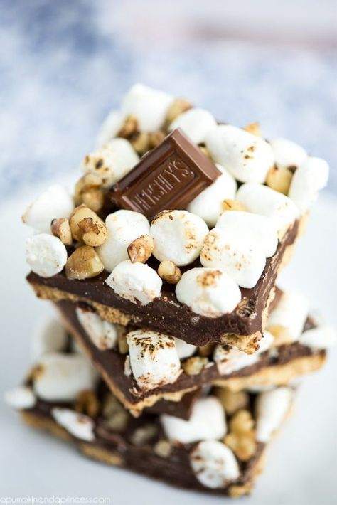 Rocky Road S'mores bark- Easy S'mores Bark, simple S'more dessert, s'mores at home. #smores #smorebark
