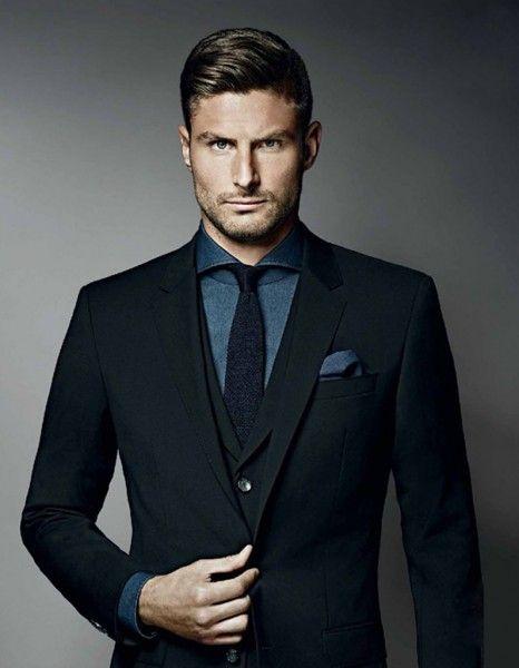 Il est footballeur, il aime la mode, il a déjà ses fans parmi la gent féminine… Olivier Giroud semble suivre les traces de son aîné David Beckham. En images, voici tout ce qui, chez lui, nous rappelle le mythique époux de Victoria. http://www.elle.fr/People/La-vie-des-people/News/Olivier-Giroud-est-il-le-David-Beckham-francais