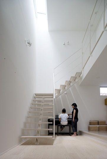 吹抜けに面した階段とトップライト 画像あり トップライト 自宅
