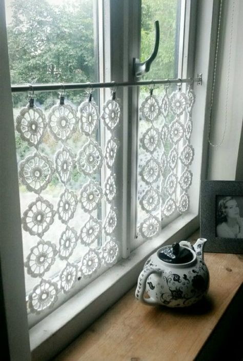 Cottage decor home brilliant interior european style ideas Cafe Curtains, Hanging Curtains, Kitchen Curtains, Bedroom Curtains, Crochet Curtains, Crochet Curtain Pattern, Crochet Doilies, European Home Decor, European Style