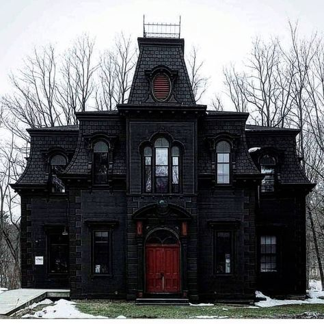 Gorgeous black gothic victorian house home red door Mansion Homes, Creepy Houses, Goth Home Decor, Haunted Dollhouse, Dark House, Witch House, Spooky House, Gothic House, Gothic Mansion