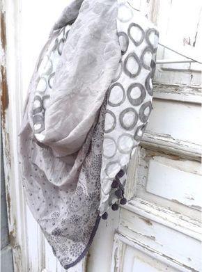 4f530679c366 Les foulards carrés - le tuto qui s ouvre - SMILE, you are beautiful    BUFANDAS   Pinterest   Bufandas