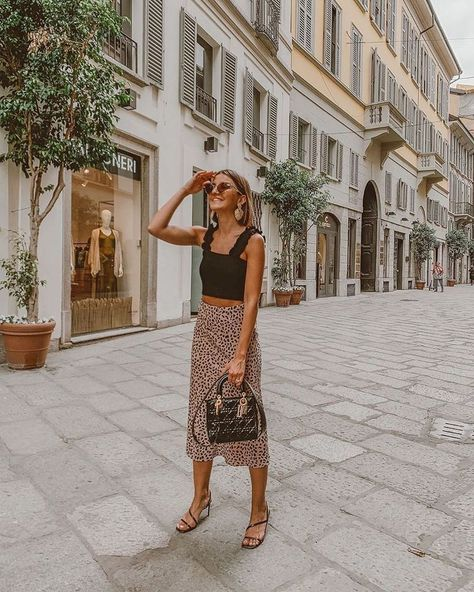 Outfit Ideas - Midi Skirt Paris Outfits, Italy Outfits, France Outfits, Outfits Inspiration, Mode Inspiration, Fashion Inspiration, Spring Summer Fashion, Spring Outfits, Europe Outfits Summer
