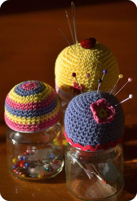 Crochet Pin cushion jar toppers        ♪ ♪ ... #inspiration #crochet  #knit #diy GB  http://www.pinterest.com/gigibrazil/boards/
