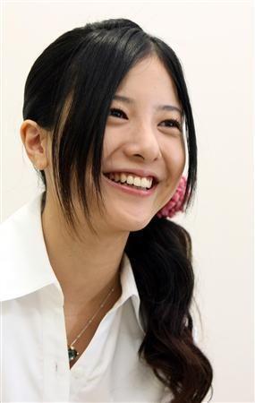 吉高由里子のかわいい画像 脚がやばい かわいい 髪型の画像集