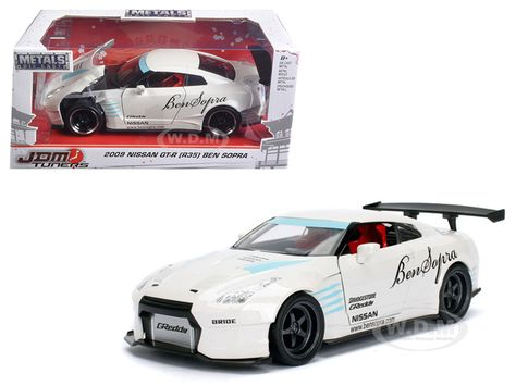 Nissan GTR Wide Body Sports Car 1:32 Scale Model Car Diecast Toy Vehicle White