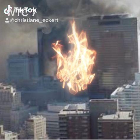 Heute vor 18 Jahren sind die Terroranschläge 😪😭 auf das World Trade Center und das Pentagon passiert. 9/11 der Tag der die Welt 🌍 verändert hat. Ich werde diesen Tag auch nie in meinem Leben vergessen 😢. Ich weiß noch genau was ich an diesem Tag gemacht habe. Ich war zum Zeitpunkt im Büro und wir haben im Radio 📻 gehört was passiert ist. Wie geht es Euch? Ich bin dann kurze Zeit danach nach Hause 🏠 gefahren. Dann habe ich mit meiner Familie gebannt vor dem Fernseher 📺 gesessen. Was dann s
