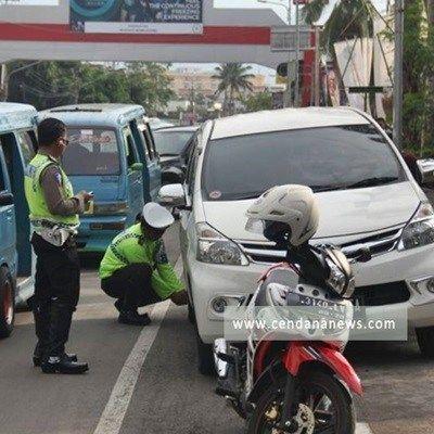 Pencabutan Pentil Kendaraan Mulai Diberlakukan Di Bandung Kendaraan Polisi Sepeda Motor