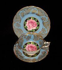 VINTAGE PARAGON TRIO*PINK ROSE ON BLUE /  GOLD TRIM*CUP SAUCER PLATE