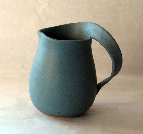 5 Tips and Tricks to Improve Your Pottery Skills – Voyage Afield Ceramic Pitcher, Ceramic Pots, Ceramic Tableware, Porcelain Ceramics, Slab Pottery, Pottery Mugs, Pottery Bowls, Pottery Art, Keramik Design