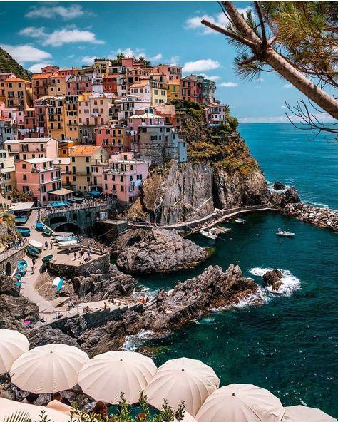 Manarola, Cinque Terre, Italy 💙 -