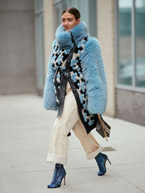 50 of the Best New York Street Style Pictures We Can't Stop Looking at During New York Fashion Week, there has been rain, freezing temperatures and also loads of sunshine. Here's how street stylers get it right weather-wise.