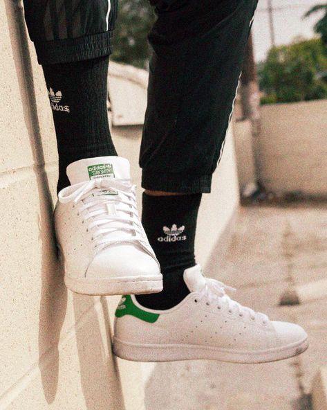 Tênis masculino Adidas Stan Smith Verde e Branco com meias e jogger pretas