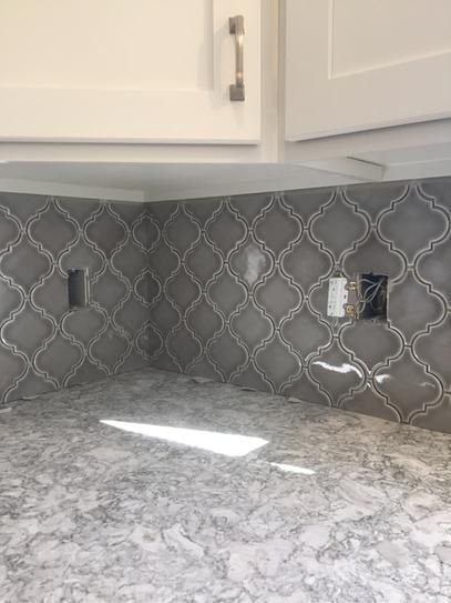 Msi Dove Gray Arabesque 10 1 2 In X 15 1 2 In X 8 Mm Glazed Ceramic Mesh Mounted Mosai Kitchen Backsplash Designs Kitchen Tiles Backsplash Backsplash Designs