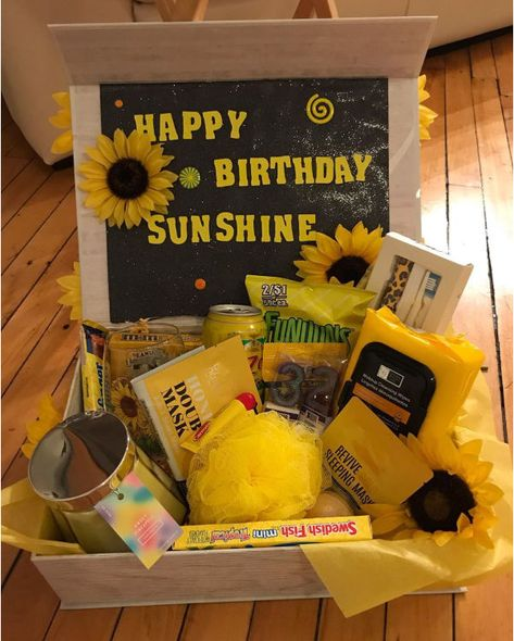 happy birthday care package full of sunshine idea Diy Birthday Gifts For Friends, Diy Best Friend Gifts, Cute Gifts For Friends, 17th Birthday Gifts, Creative Birthday Gifts, Cute Birthday Gift, Homemade Birthday Presents, Birthday Box, Birthday Crafts