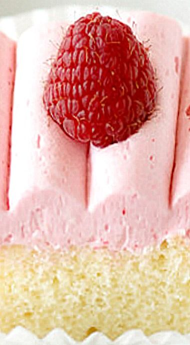 Cream Cheese Butter Cake with Raspberry Buttercream ❊