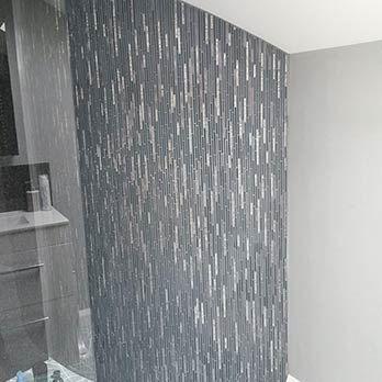 5 Atemberaubende Badezimmer Designs In Metallic Badezimmer Badezimmer Wand Und Badezimmer Design