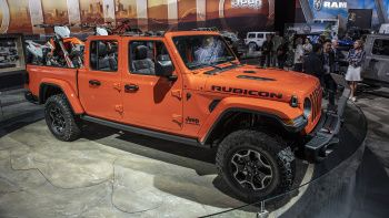 2020 Jeep Gladiator Mpg Jeep Gladiator Wrangler Truck Jeep Pickup