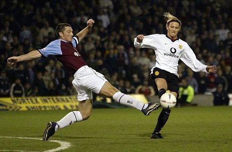 Burnley 0 Man Utd 2 in Dec 2002 at Turf Moor. Steve Davis and Diego Forlan go for the ball in the League Cup 4th Round.