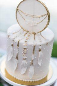 white dreamcatcher wedding cake is a stunning idea