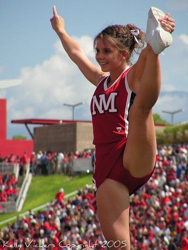 See more New Mexico State cheerleaders HERE | チアリーダー, スポーツ